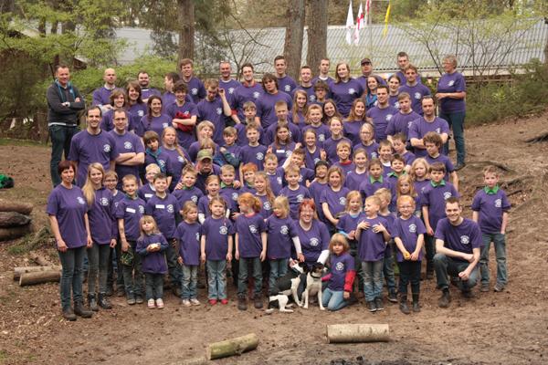 Groepsfoto Jubileumkamp Scouting Teylersgroep in Losser
